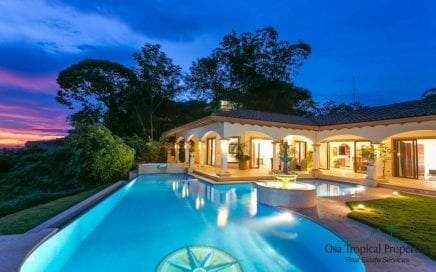 1/2 Acre – Amazing 5 Bedroom Villa With Excellent Access And Outstanding Ocean View!!!