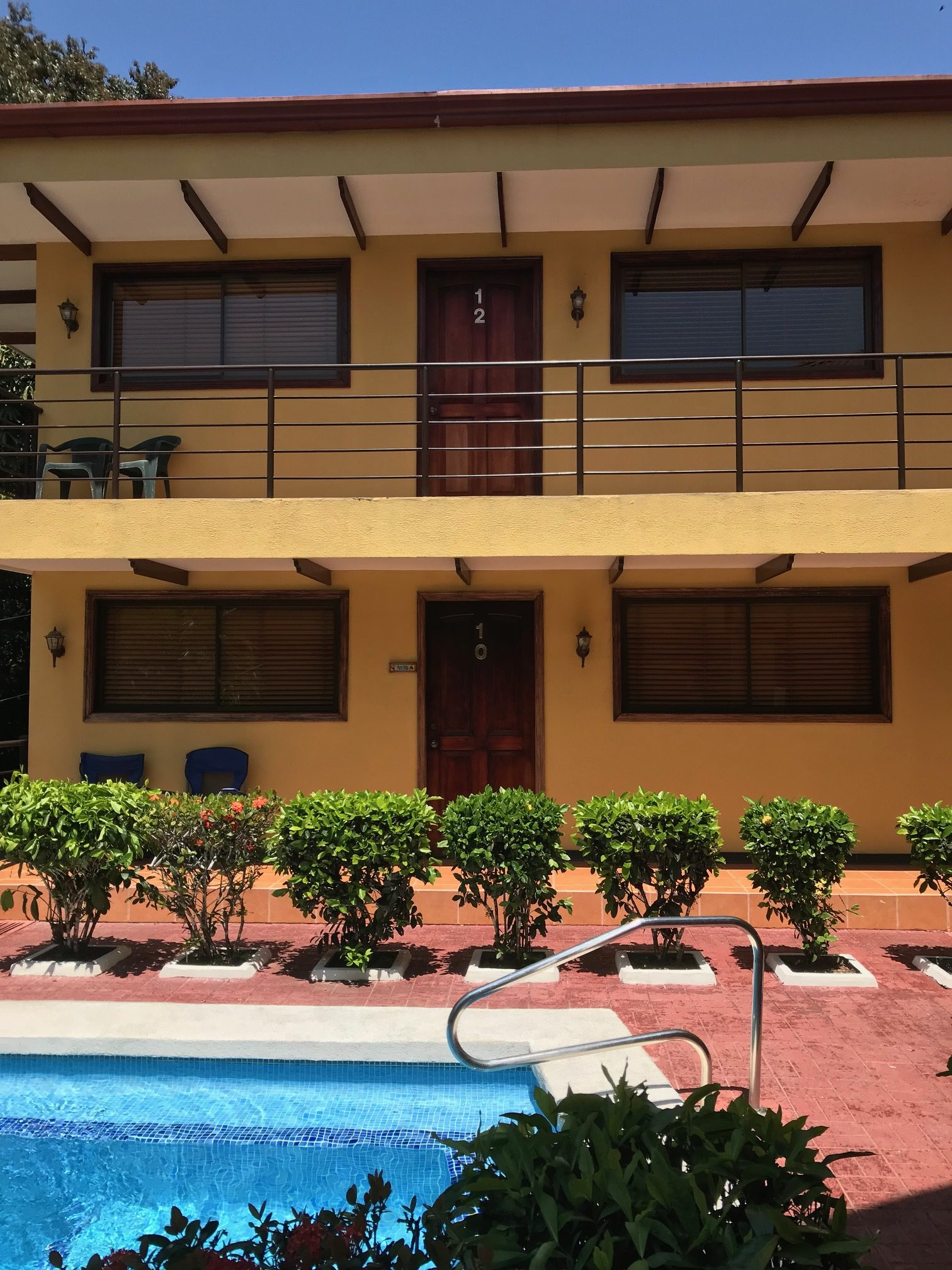 CONDO – 2 Bedroom Condos 5 Min From Beach With Pool!!