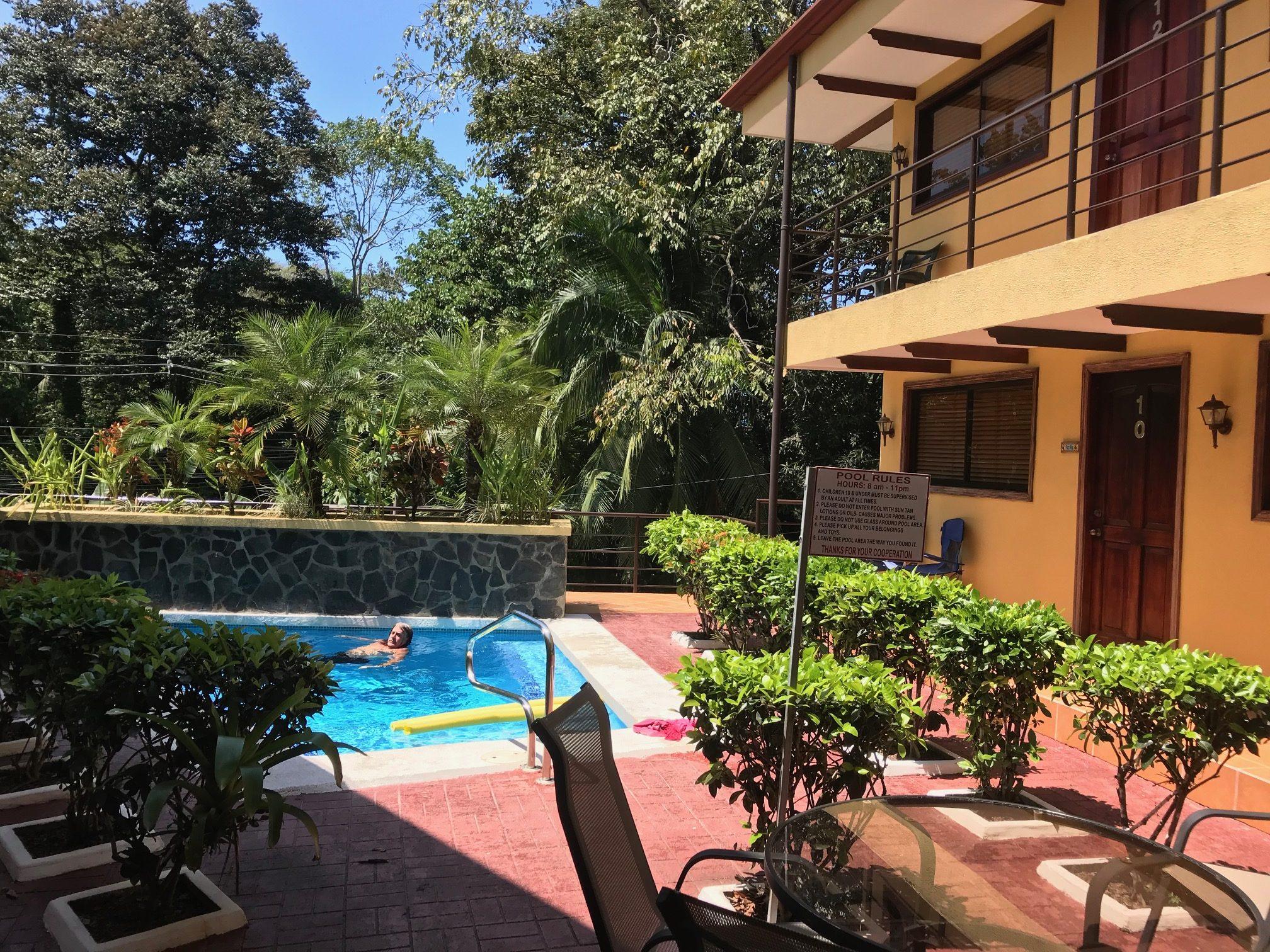 CONDO – 2 Bedroom Condos 5 Min From Beach With Pool!!