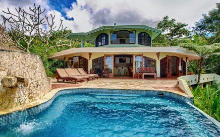 BOSQUE EN EL CIELO – 3 Bedroom Ocean View Home w/ Huge Deck and Infinity Edge Pool!!
