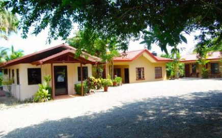 3/4 ACRE – 5 Cabinas Plus 3 Bedroom Home In The Center Of Uvita!!!