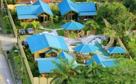 0.45 ACRES – 5 Bungalows With Pool Walking Distance To Whale's Tale National Marine Park!!!