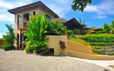 3/4 ACRE – 3 Bedroom Tropical Luxury Home w/ Pool, Jaccuzi, Ocean View!!