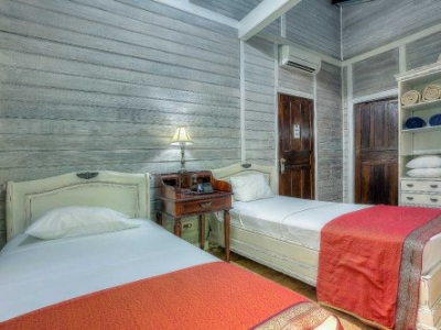1/2 ACRE - 27 Room Boutique Hotel With Spa And Restaurant!!!!!!!!!!!!!