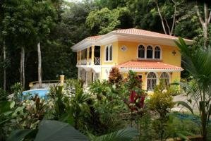 1/2 ACRE – 3 Bedroom Home With Pool In Jungle Setting In Center Of Manuel Antonio!