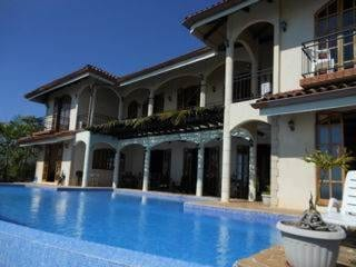 1 ACRE – 8 Bedroom Villa With Infinity Pool , An Unbelivevable View And Amazing access!!!