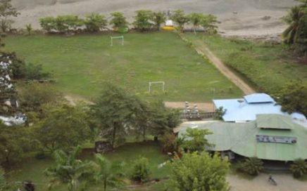 2 ACRES – Restaurant with Liqour license on main highway, river / ocean front with beach !!
