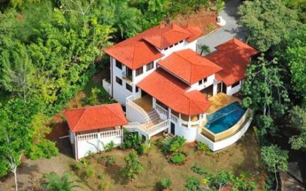1/2 ACRE – Beautiful Home W / Pool, Stunning Ocean Views, Close To The Beach !!!!!!!!!!