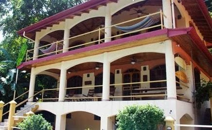 1/4 ACRE – 2 Bedroom Main Home, 1 Bedroom Guest House, Caretakers Cottage, Plus Pool!! BEACHFRONT!!