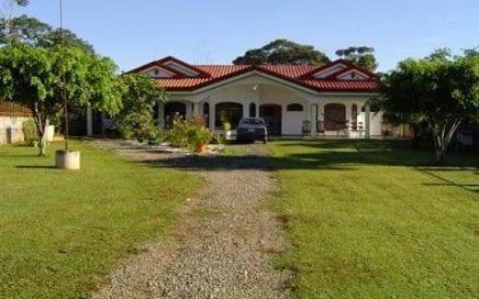 1 ACRE – 4 Bedroom, 3 Bath, Luxury Home 10 min from Downtown San Isidro!!