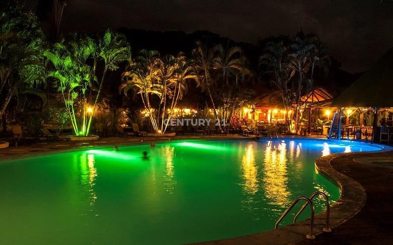17 ACRES - 52 Room Hotel With Pool And Restaurant Located In Dominical!!!!
