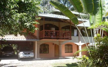 0.45 ACRES – 5 Bedroom Home In The Center Of Uvita Perfect For BnB!!!