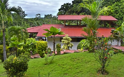 6 acres -Villa 4 bedroom pool and Jacuzzi Ocean and Jungle view with Trails