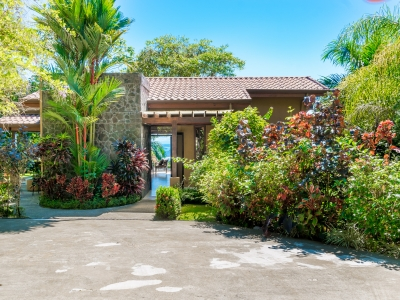 2 ACRES - 2 Bedroom Ocean View Home With Pool Plus 2 Bedroom Guest Home!!!