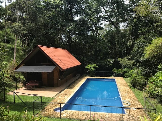 PRIVATE AND LOVELY JUNGLE CABINA WITH HUGE POOL AND SLEEPING LOFT WITH AC!!!!!