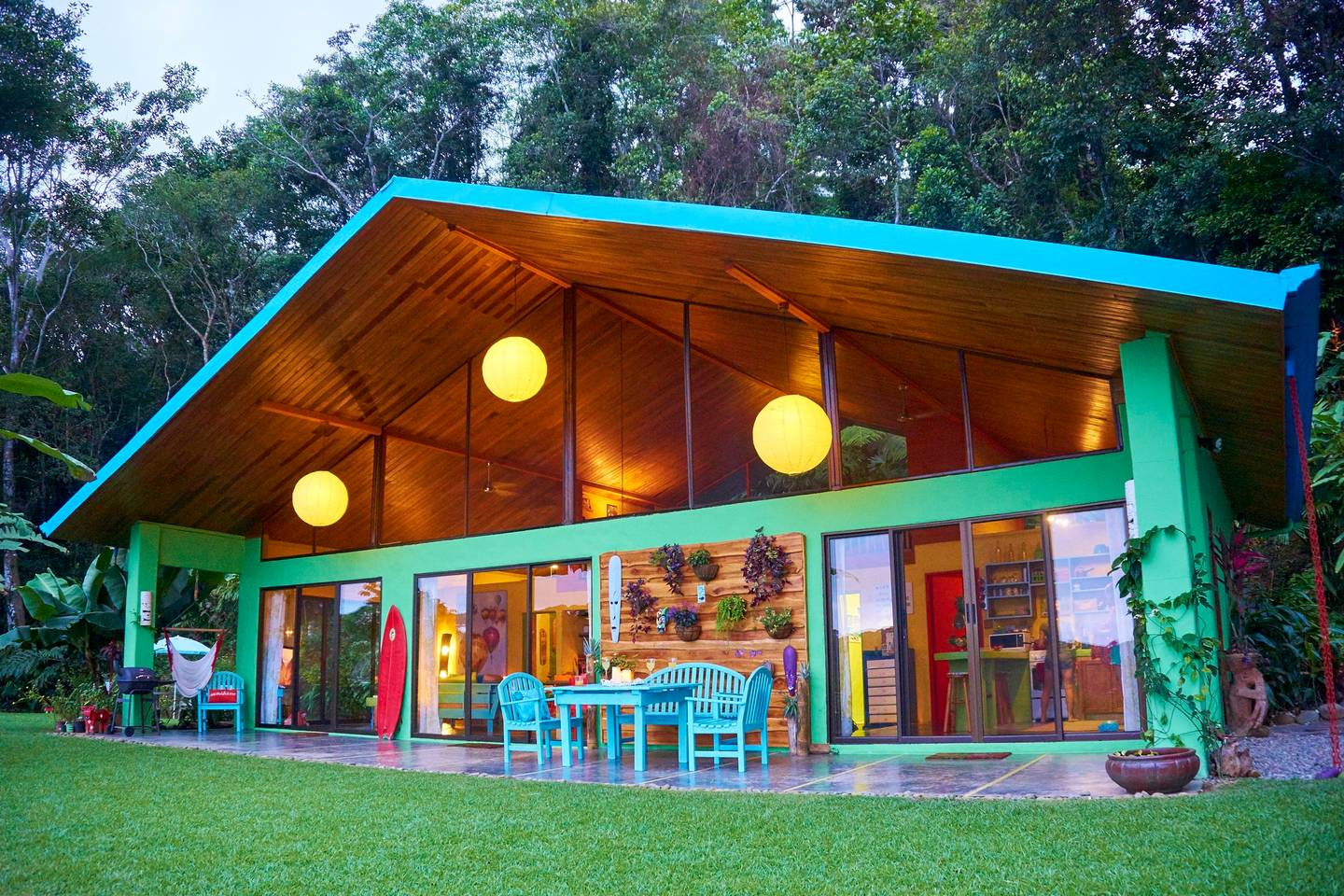 COLORFUL AND FUN OCEAN VIEW BUNGALOW IN A GREAT NEIGHBORHOOD!!!