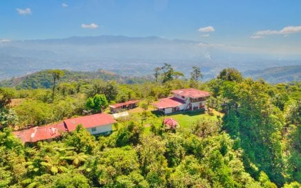 656 ACRES – 3 Bedroom Home + Caretaker House with 360 degree views to Dominical and San Isidro!!!