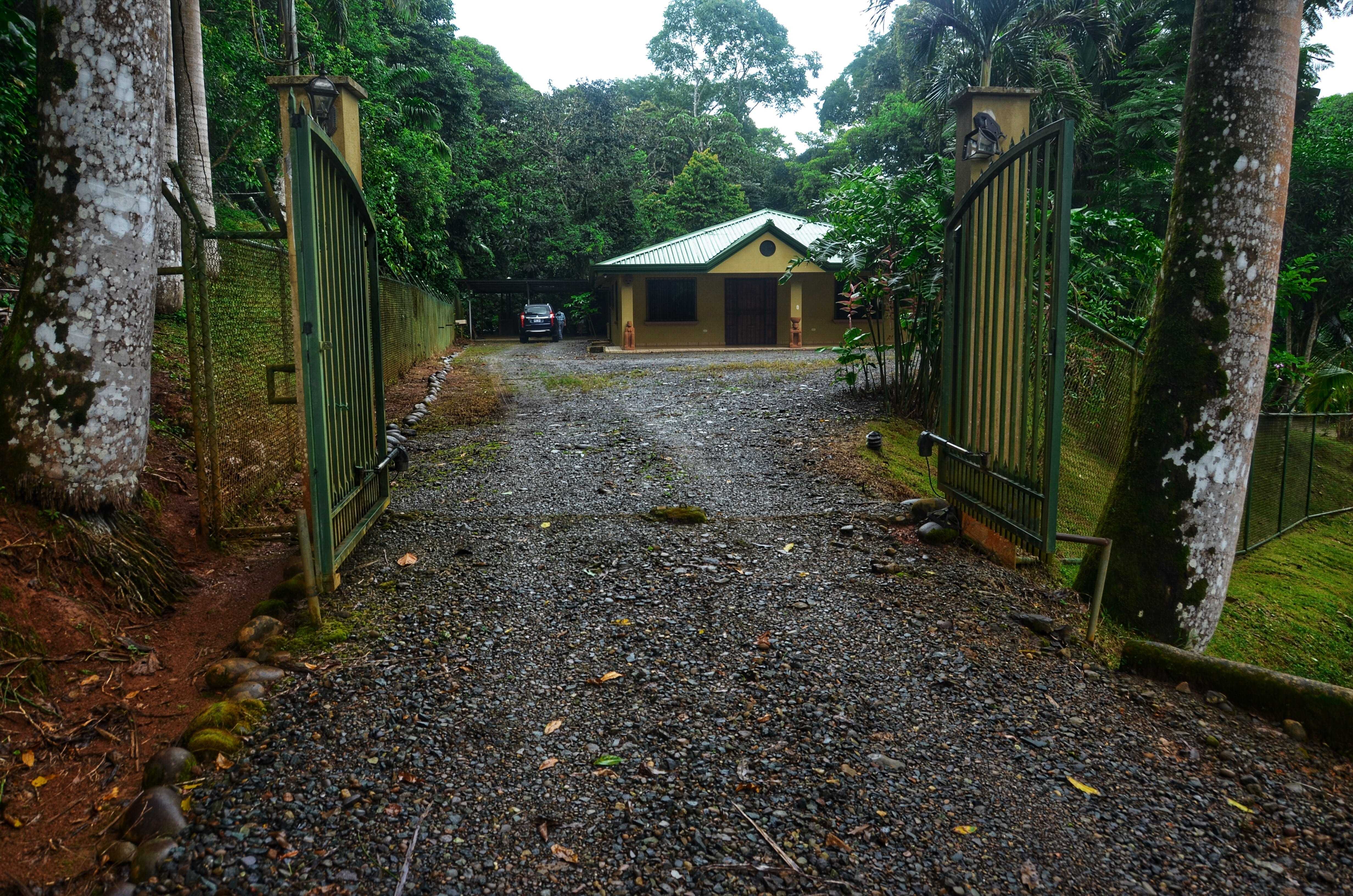 0.74 ACRES - 3 Bedroom Home + 2 Cabins + BBQ Lounge +Fish Pond+ 1 Minute From Main Road