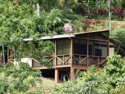 STUDIO CABINA WITH SCREENED-IN PORCH CLOSE TO DOMINICAL!!!