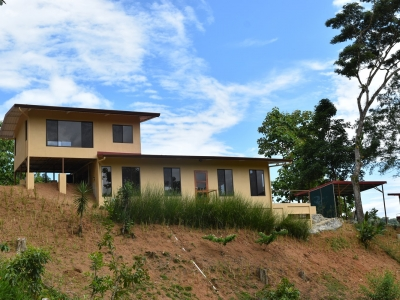 NEW HOME WITH POOL ON BEAUTIFUL FARM NEAR DOMINICAL!!!