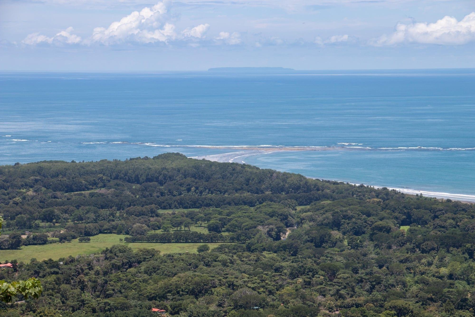 0.25 ACRES - 6 Bedroom Ocean View Home With Pool And Manuel Antonio Park Views!!!