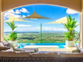 2.9 ACRES - 3 Bedroom Luxury Ocean View Home With Infinity Pool!!!!