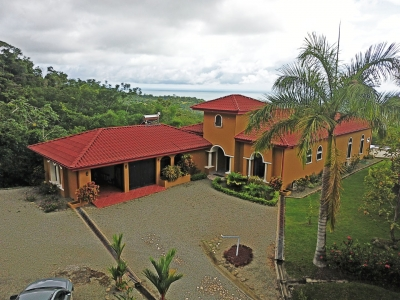 3.52 ACRES - 5 Bedroom Home with Separate Guest House and Huge Ocean View 10 minutes from Uvita!!!