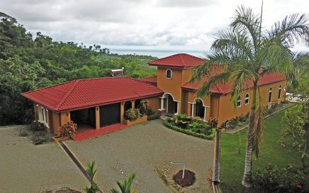 3.52 ACRES – 5 Bedroom Home with Separate Guest House and Huge Ocean View 10 minutes from Uvita!!!
