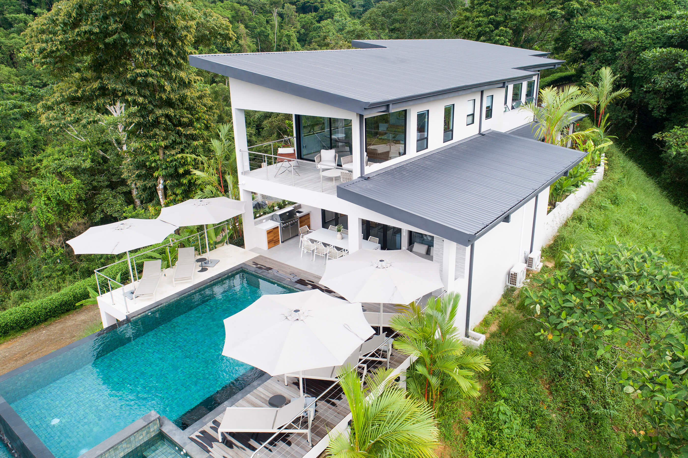 LUXURIOUS FOUR BEDROOM ESTATE WITH INFINITY POOL, PRIVACY AND OCEAN VIEW!!!