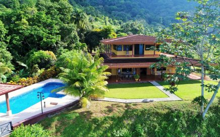 2 ACRES – 2 Bedroom Home With Incredible Ocean View And Large Pool!!!!
