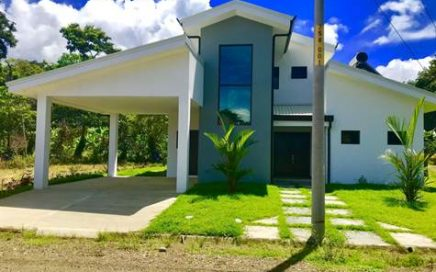 0.1 ACRES – 3 Bedroom Modern Home With Pool Walking Distance To Everything!!!