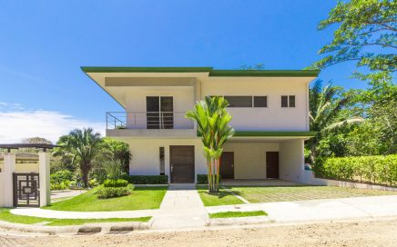 0.07 ACRES – 2 Bedroom Modern Home With Pool Walking Distance To Beach!!!
