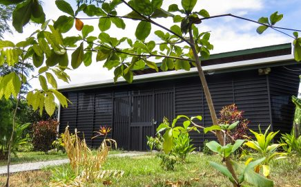 0.12 ACRES – 1 Bedroom Home In Uvita Walking Distance To Everything!!!