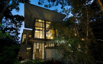 0.25 ACRES – 5 Bedroom Modern Contemporary Masterpiece With Pool In Rainforest!!!