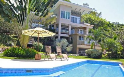 CASA TANGAROA – 4 Bedroom Contemporary Luxury House With Infinity Pool Plus One Separate Cabina!!