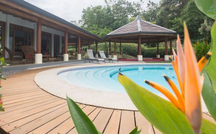 2.73 ACRES – 3 Bedroom Ocean View Home With Pool And Guest House!!!