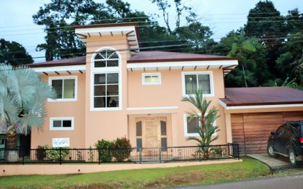 0.12 ACRES – 3 Bedroom Home On Paved Road In Center Of Uvita, Great For Air BnB!!!!!