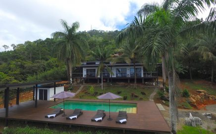 2.47 ACRES – 5 Bedrooms In 3 Villas, Pool, Incredible Ocean View, More Usable land!!!!