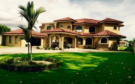 0.67 ACRES – 6 Bedroom Luxury Home, Fully Furnished, 5 Min From Center Of Town!!!
