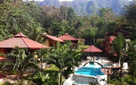 2.25 ACRES – 7 Villa Riverfront Lodge With Pool And Great Access!!!!