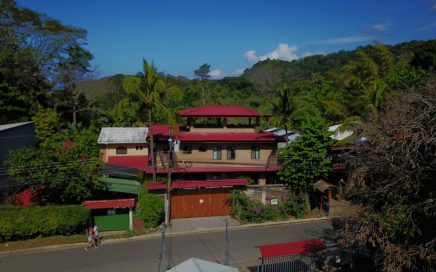 0.1 ACRES – 6 Bedroom Home Split Into Two 3 Bedroom Units On Main Street Dominical, 2 Min Walk To The Beach!!!!