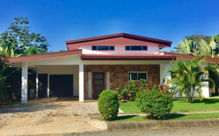 0.18 ACRES – 3 Bedroom Home With Pool Walking Distance to Beautiful Beach!!!!