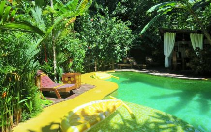 0.8 ACRES – Succesful Award Winning Bed And Breakfast With Owner's Home!!!!