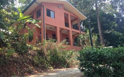 THE MOON HOUSE – 2 Bedroom Valley View Home 5 Minutes From the Beach!!!