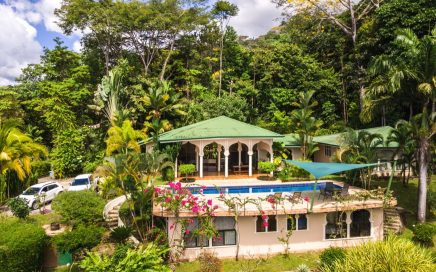 1.75 ACRES – 4 Bedroom Home With Large Pool And Spectacular Ocean View!!!