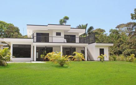 0.78 ACRES – 3 Bedroom Modern Home With Pool And Spectacular Mountain View!!!