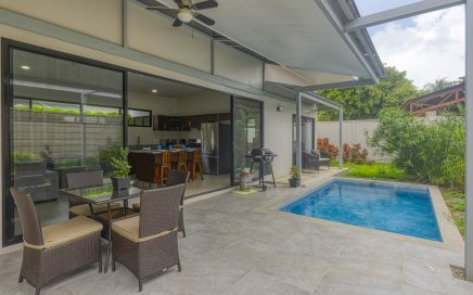 0.1 ACRES – 3 Bedroom Modern Home With Pool Near Center Of Uvita At A Great Price!!!