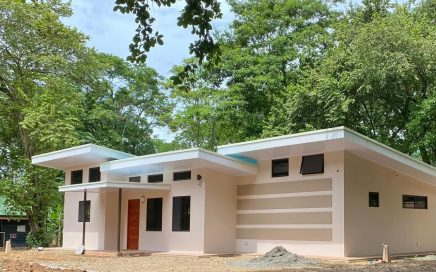 0.12 ACRES – 2 Bedroom Brand New Home In Uvita Downtown!!!