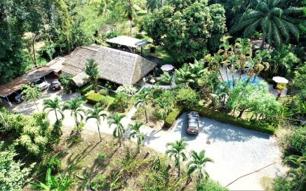 4.17 ACRES – 10 Room Hotel, 2 Bedroom Home, Restaurant, Pool, Succesful Business!!!!