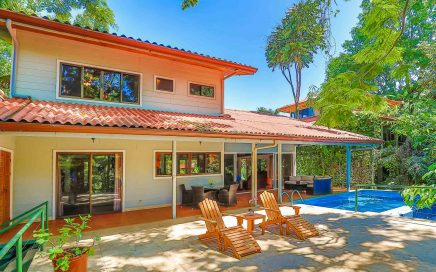0.34 ACRES – 4 Bedroom Home With Pool In Rainforest Canopy With Great Location!!!!